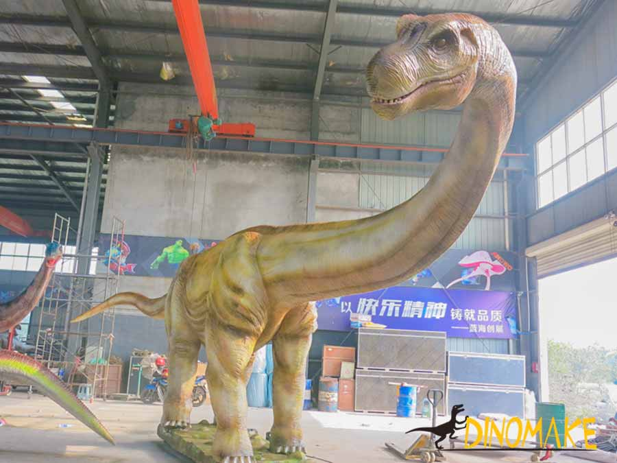Argentinosaurus giant dinosaur statue