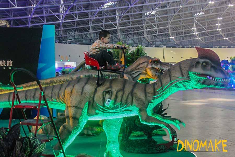 Dilophosaurus ride