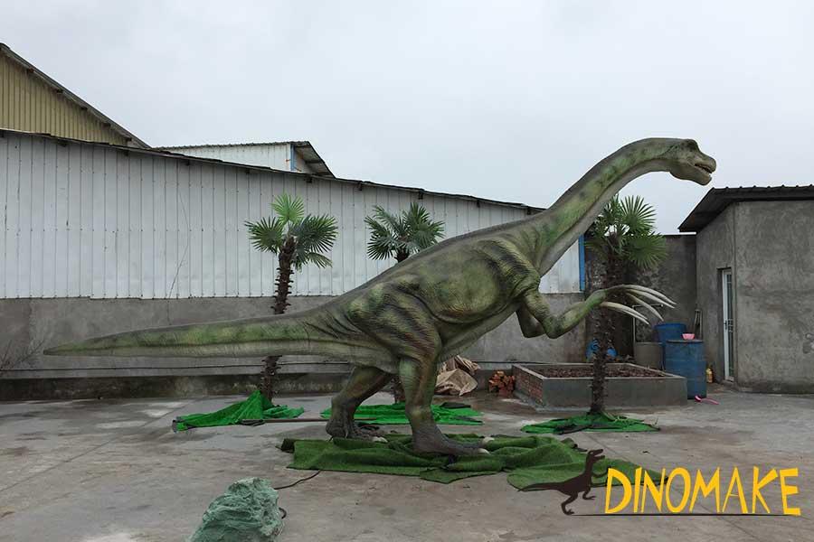 Therizinosaurus statue