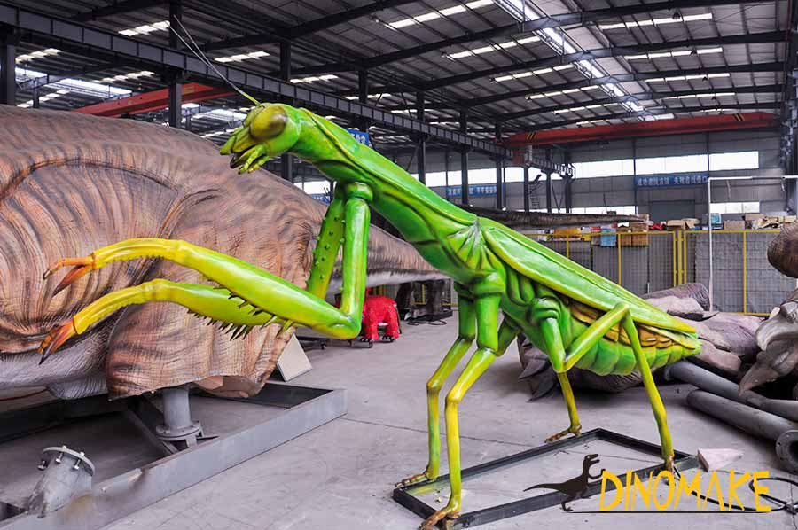 Animatronic Mantis left side