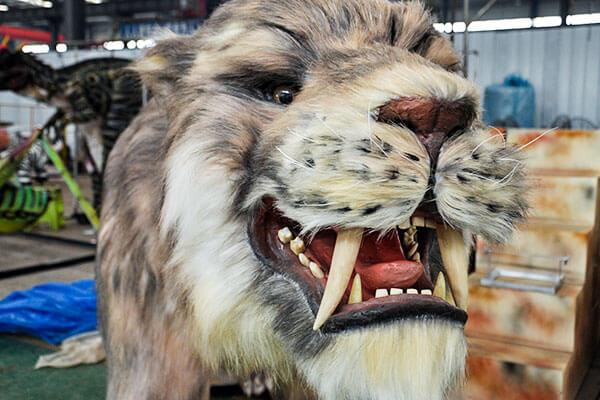 Saber-toothed tiger head