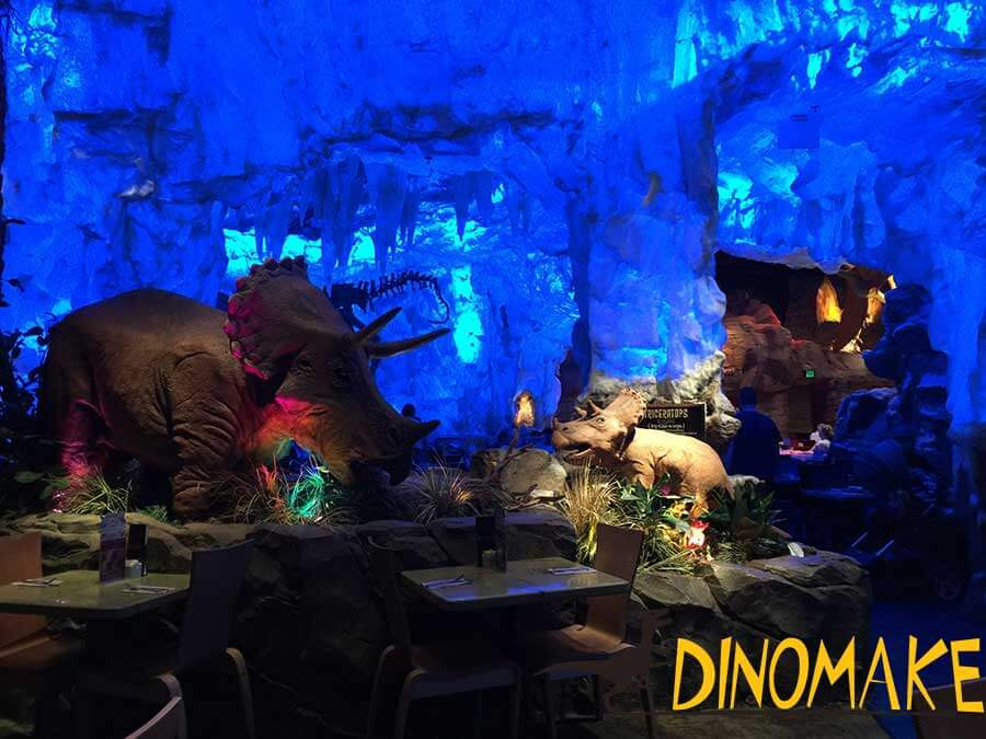 Animatronic dinosaurs nearby the dining table