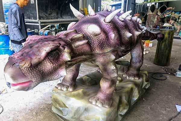 Ankylosaurus Laying egg