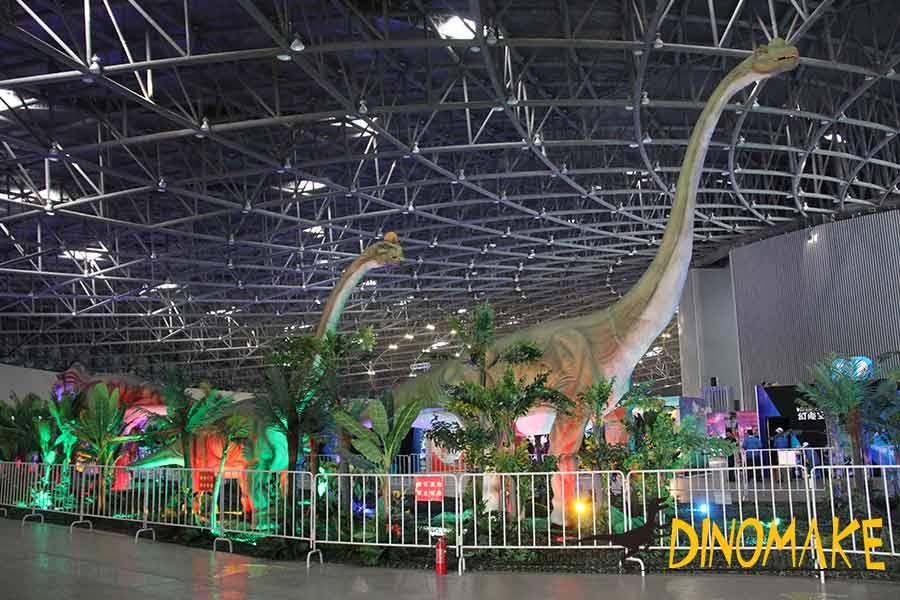 Brachiosaurus-animatronic-on-the-exhibition