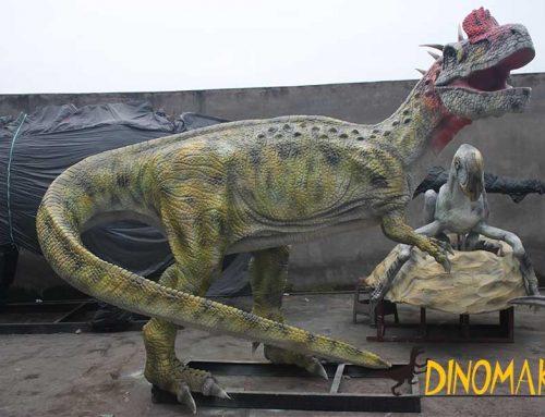 Animatronic Cryolophosaurus statue