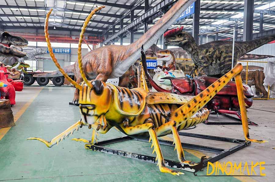 Animatronic grasshopper