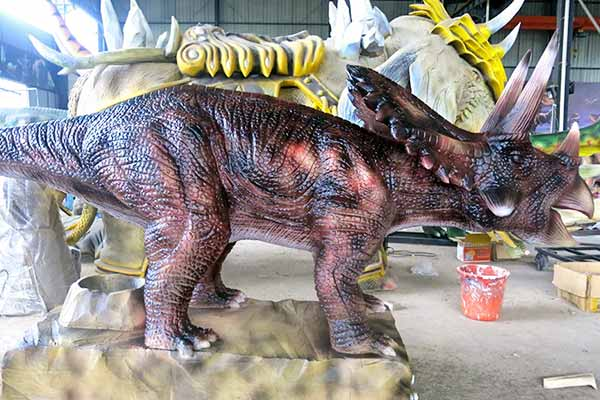 Triceratops Laying egg