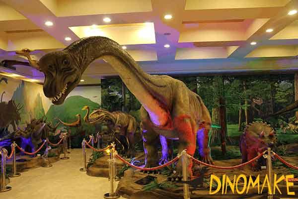 animatronic-Brachiosaurus-in-museum