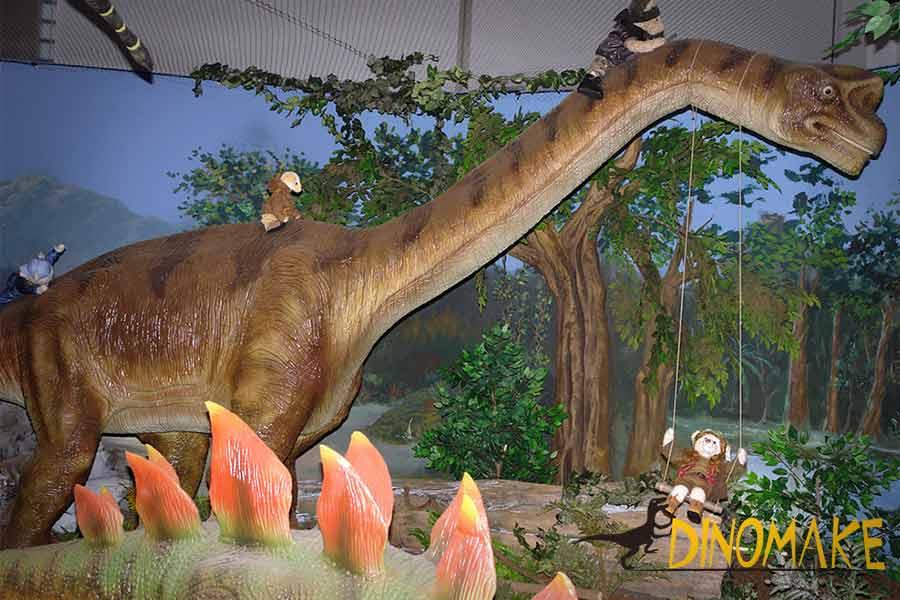 animatronic-Brachiosaurus-with-teddy-bear