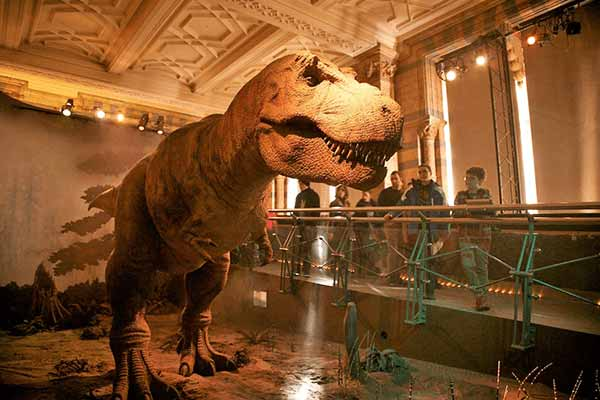 animatronic-dinosaur-in-museum