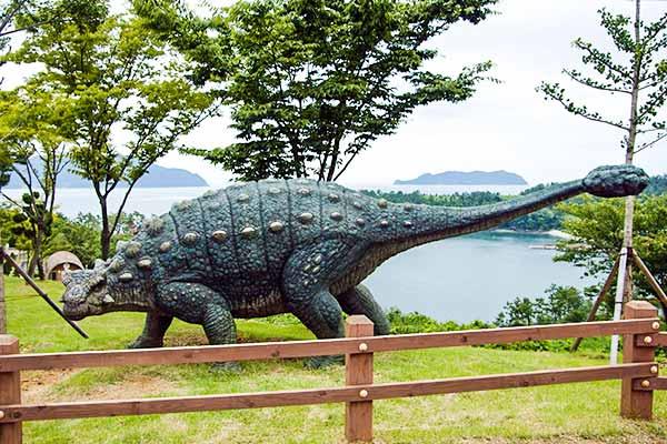 ankylosaurus-sculpture