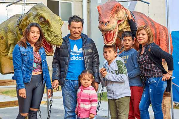 dinosaur-costume-for-family-photo