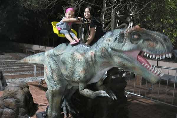 dinosaur-ride
