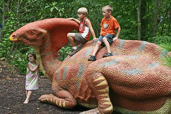 fiberglass-dinosaur-for-city-park