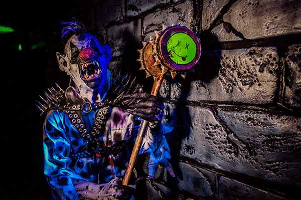 horrible-animatronic-in-haunted-house