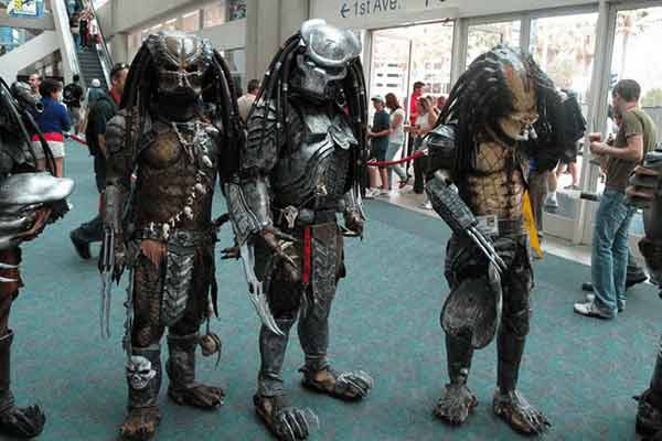 predator-costume-for-street-show