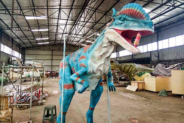 Dilophosaurus statue