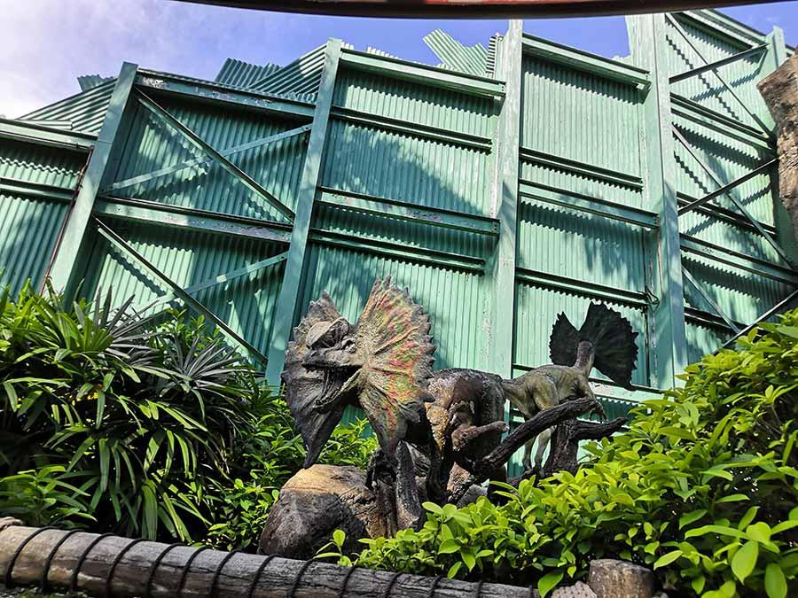 Dilophosaurus-statue