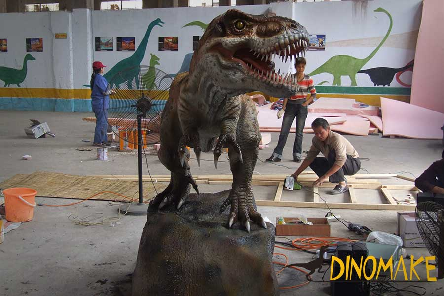 animatronic t-rex statue