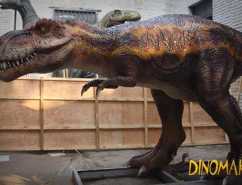 Lifelike Jurassic Park T rex Statue