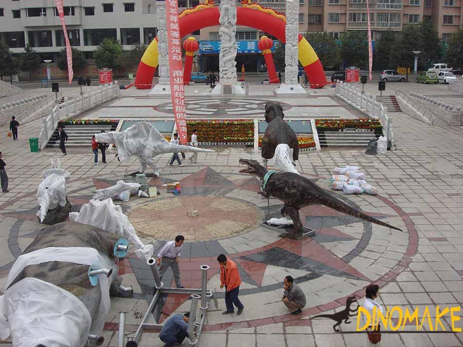 animatronic dinosaur statues