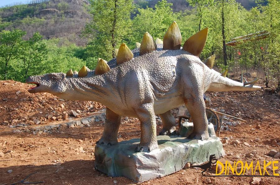 Animated dinosaur exhibition and amusement facilities in Japan