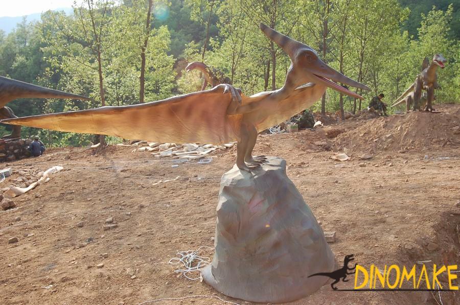 Animated dinosaur exhibition and amusement facilities