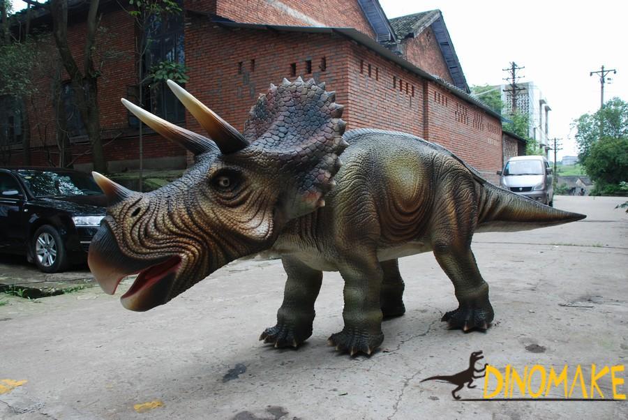 Animatronic dinosaur in shopping plaza