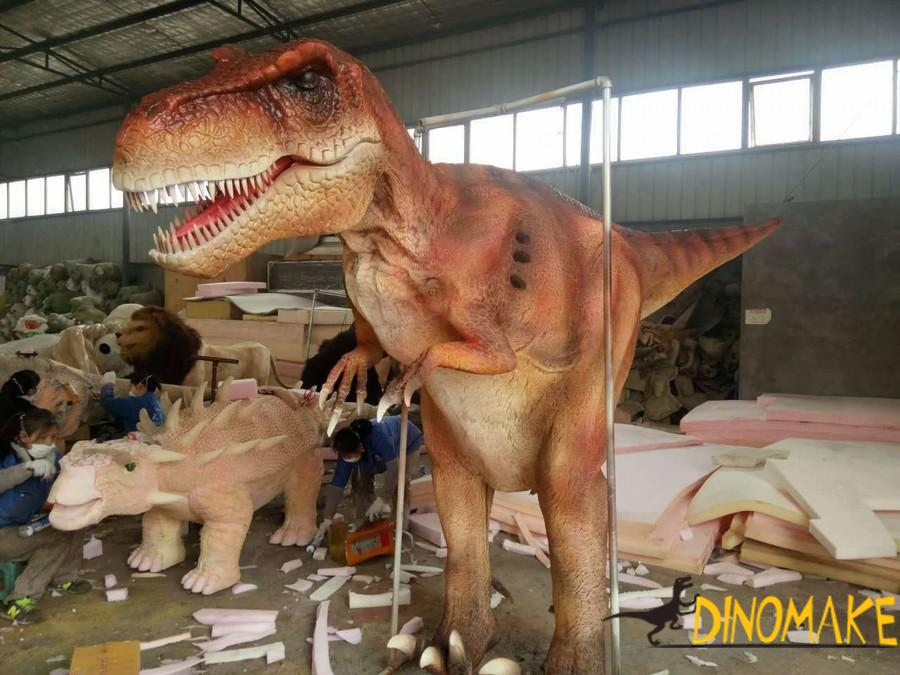 Artificial hand operated realistic dinosaurs costume