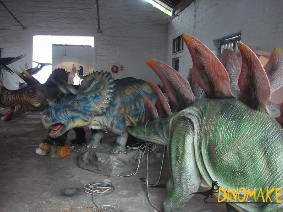 Life-size mechanical Animatronic dinosaurs