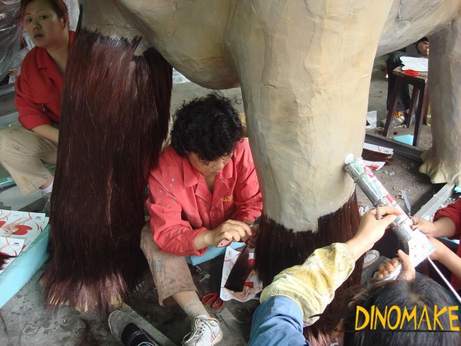 Making a Animatronic rhinoceros in the a US customer