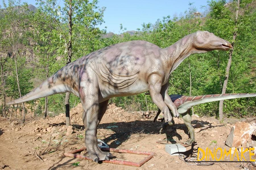 Portuguese customers have customized a set of animatronic dinosaurs