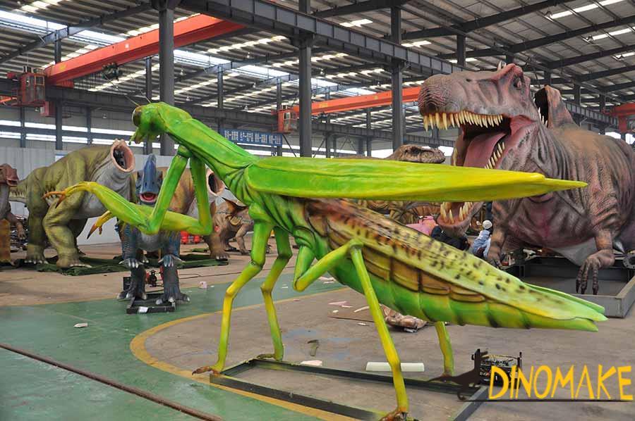 animatronic mantis statue