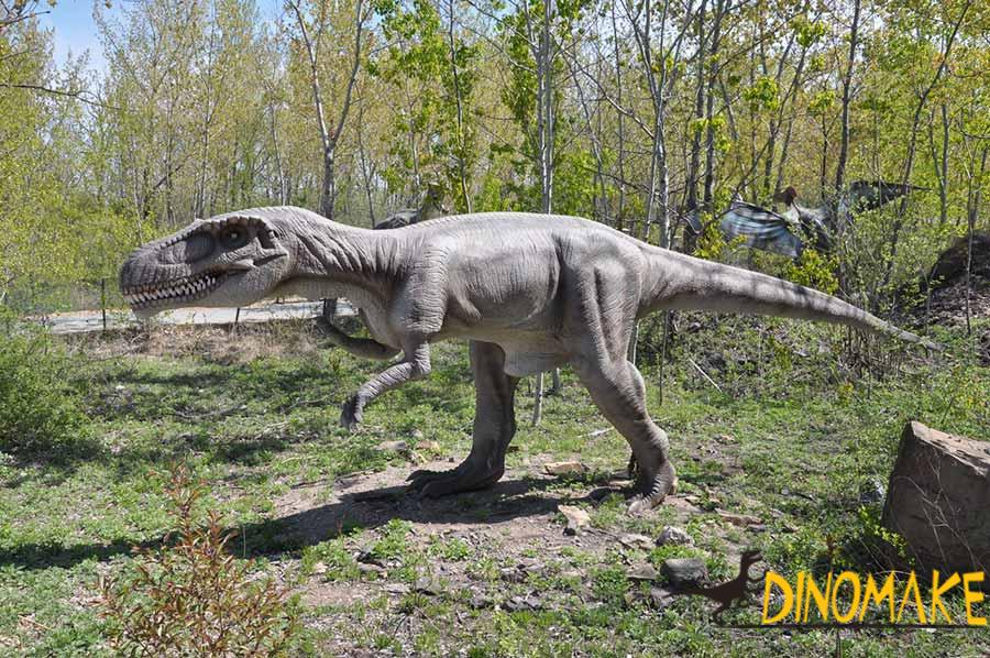 realistic dinosaur statues