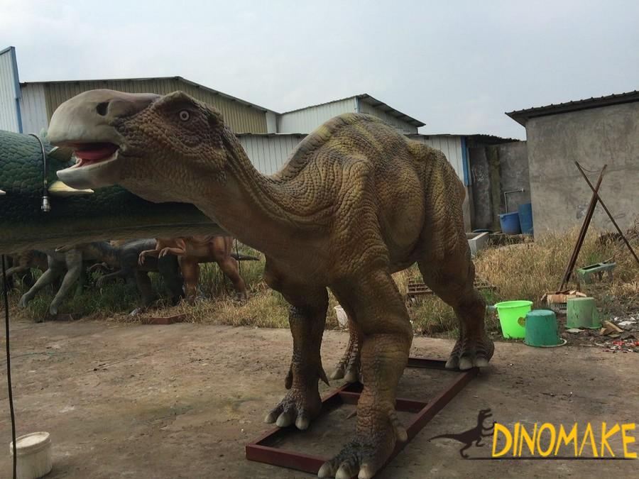 small Animatronic dinosaur Maiasaura