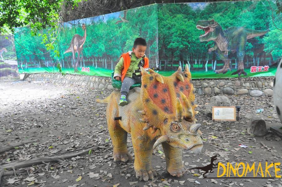 Amusement park Animatronic dinosaur ride