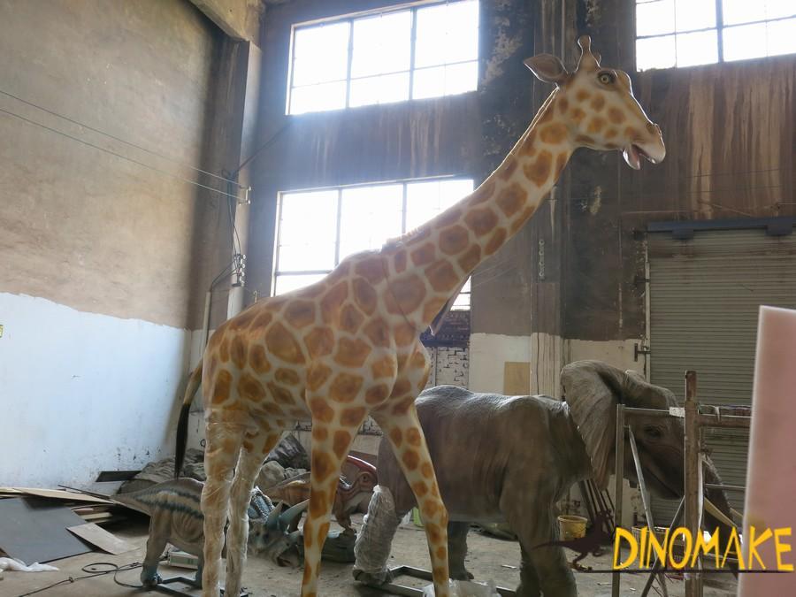 Animatronic animals sculpture debuts in green belt
