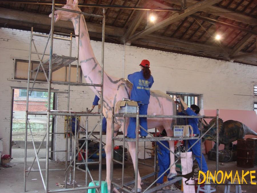 Animatronic dinosaur model are shipped to theme park