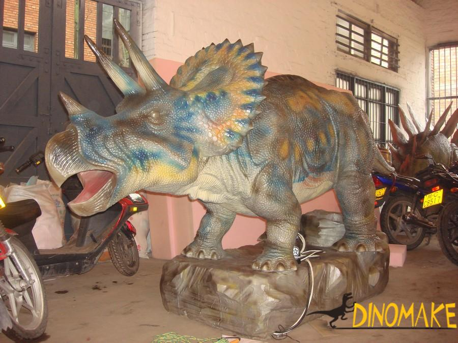 Animatronic dinosaur model are shipped to theme parks