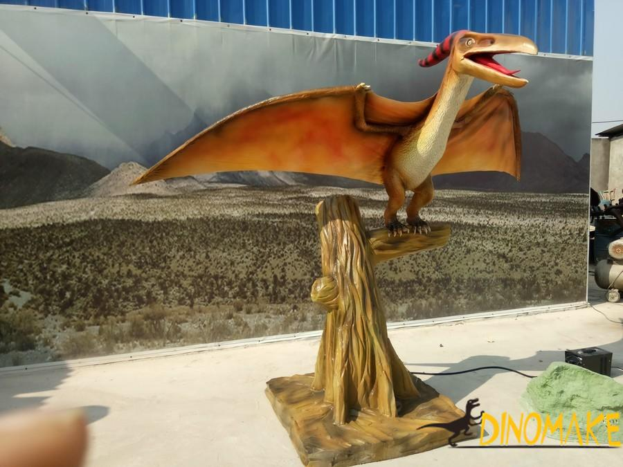 Animatronic dinosaur pterosaur model