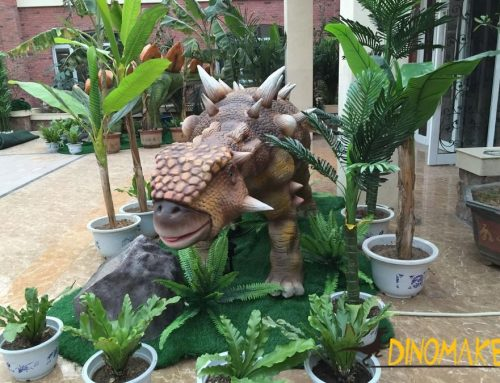 Animtronic dinosaur placed in outdoor theme park