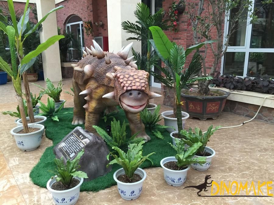 Animtronic dinosaur placed in outdoor theme parks