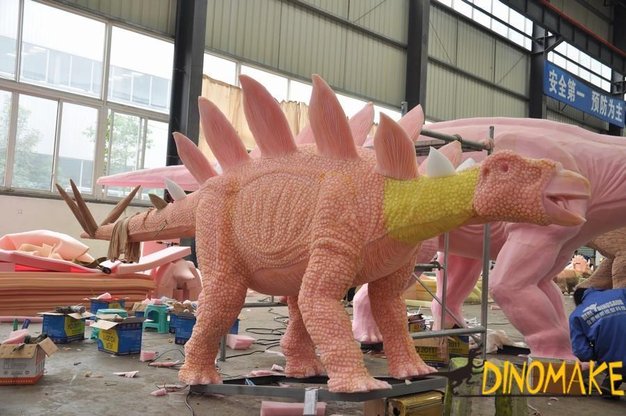 Exploring Jurassic-Animatronic dinosaur