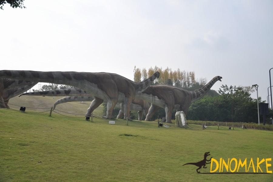 Factory loading and transporting dozens of Animatronic dinosaur model