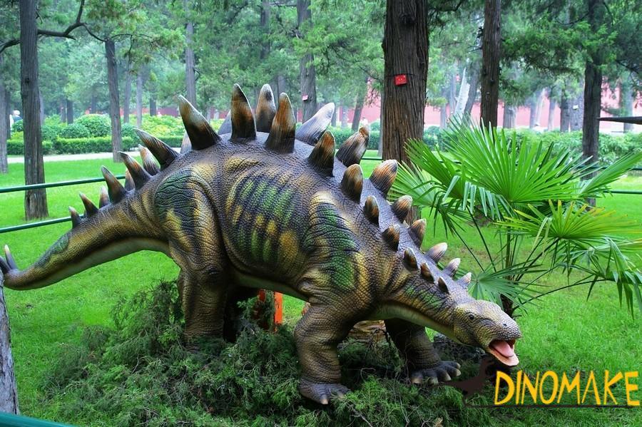 For dinosaur exhibition live-action Animatronic dinosaur stegosaurus