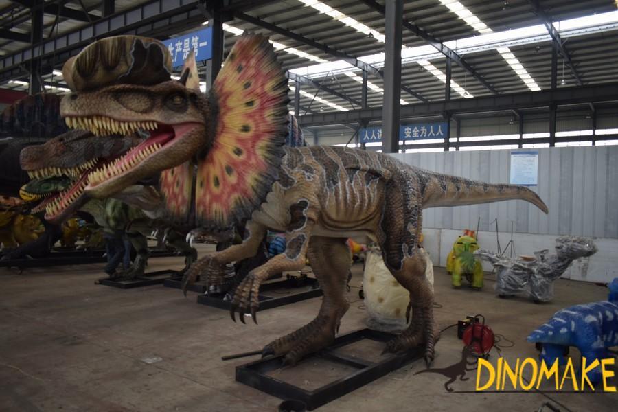 High Animatronic Dinosaur Dilophosaurus Model in Theme Park