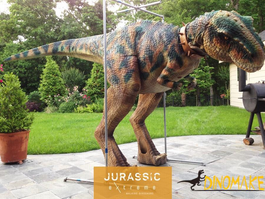 Hot Realistic dinosaur costume walk on the bustling streets