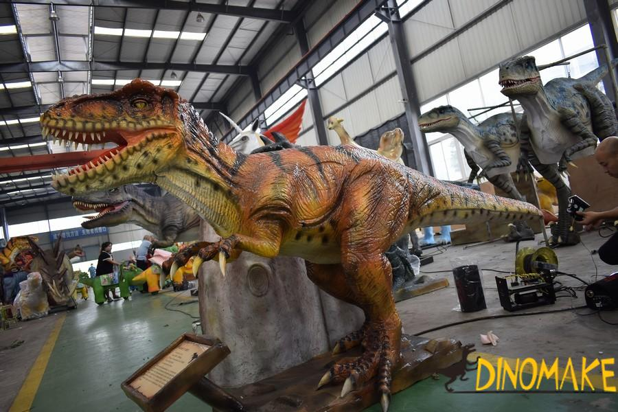 Jurassic World Park Animatronic Dinosaur