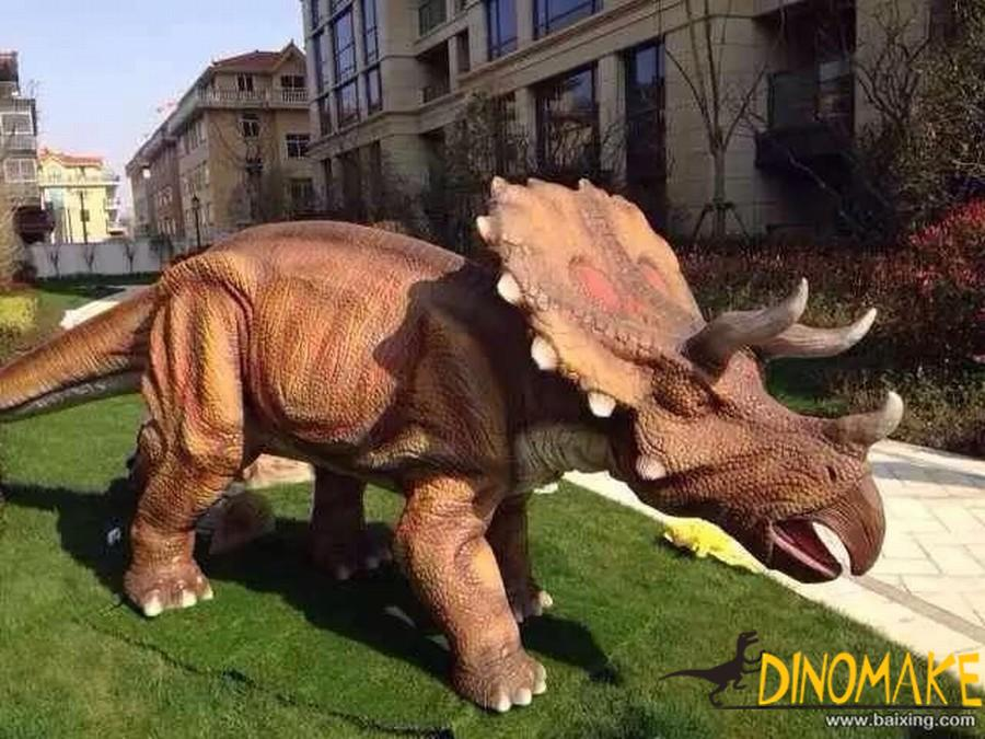 Large-scale Animatronic dinosaur triceratops made by Dinosaur factory