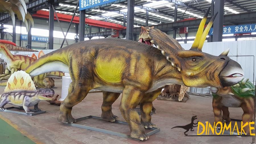 Large-scale Animatronic dinosaur triceratops made